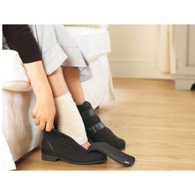 skor för svullna fötter
