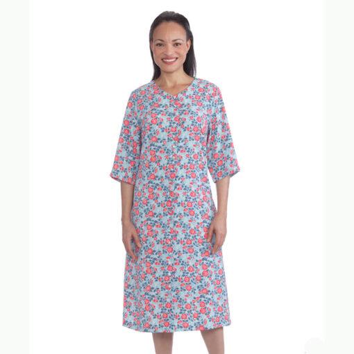 Somrig klänning som tas på framifrån